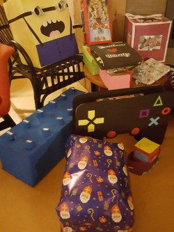 Op 5 december werden er ook cadeautjes afgeleverd op Juutsom. Er zaten hele mooie surprises bij.